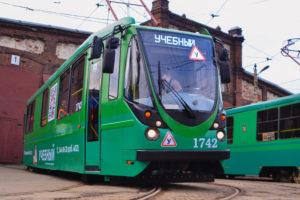 Учебная «Пчелка»: Как новичков учат управлять трамваями в Петербурге