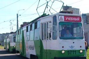 На улицы Петербурга выйдут зеленые трамваи под управлением водителей-стажеров