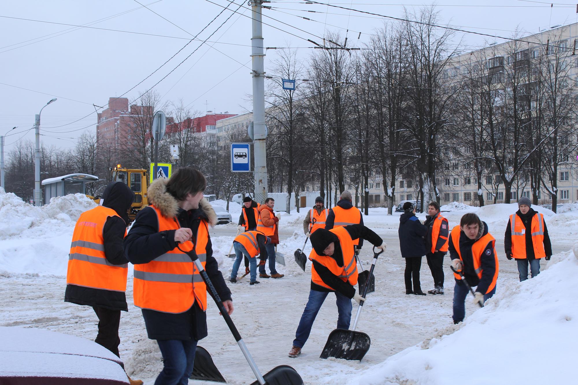 Студенты Учебно-курсового комбината вышли на «снежный субботник»